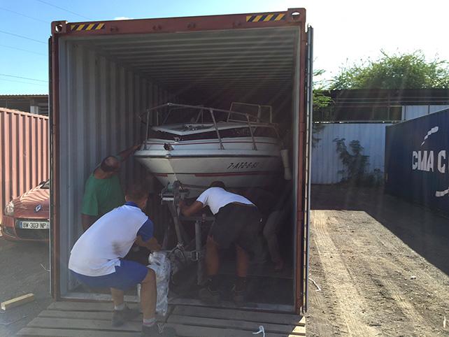 Transport de bateau Réunion - Sortie du bateau du container